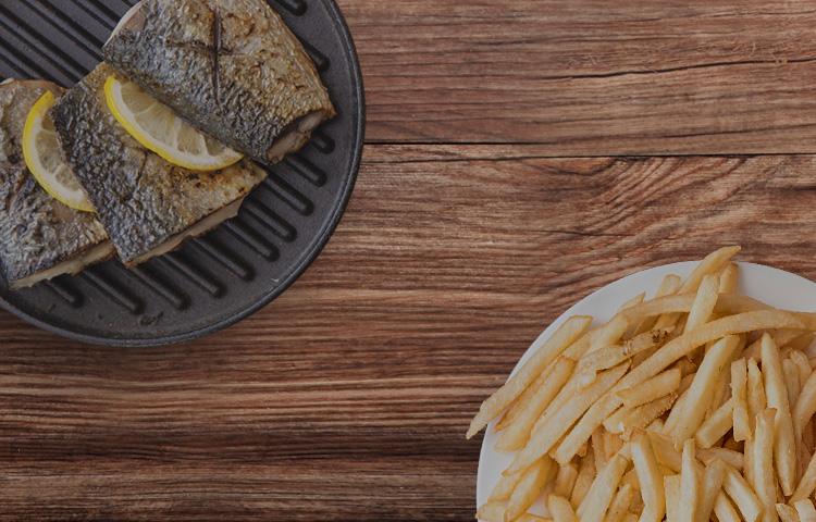 에어프라이어로 조리할 수 있는 요리 이미지(감자튀김, 생선구이)