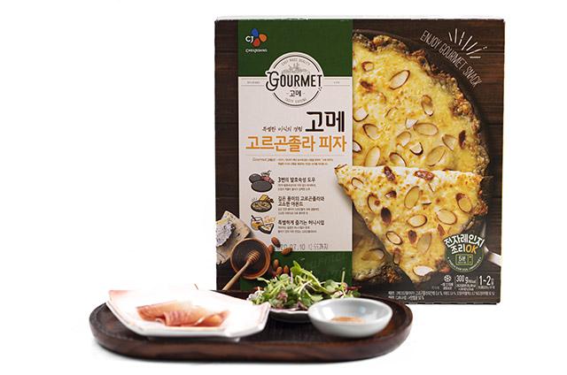 프로슈토 무화과 피자 만들기 2단계 사진